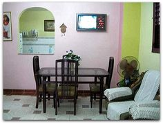 Salón-comedor. Cuba, Gallery Wall, Mirror, Furniture, Home Decor, Havana, Decoration Home, Room Decor, Mirrors