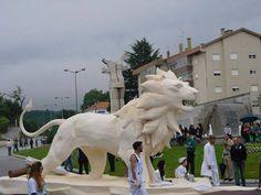 Este é um leão branco gigante, esculpido pelo artista plástico Carlos Topya com a ajuda de vários Sportinguistas, em Viseu. #sporting #SportingClubePortugal #sportingfans