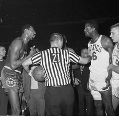 Wilt Chamberlain and Bill Russell getting into it during a game : nba Basketball Tumblr, Sports Basketball, College Basketball, Gonzaga Basketball, Celtics Basketball, Basketball Socks, Basketball Court, Bill Russell, Basketball Leagues