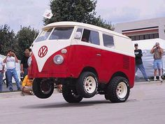 Shortened VW Kombi van wheel stander