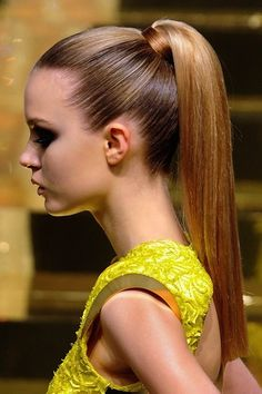 How to: High Sleek Ponytail http://www.icravenaturals.com/blogs/blog/14417481-7-stylish-ways-to-wear-a-ponytail-this-summer #Hairstyle
