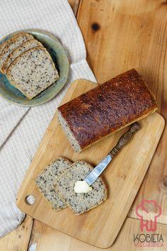 Pszenno-żytni chleb na zakwasie z sezamem i siemieniem lnianym Butcher Block Cutting Board, Gluten