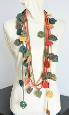 This lariat is made with multicolor wool yarn, hand crocheted, the circle is about long. Love Crochet, Hand Crochet, Knit Crochet, Appliques Au Crochet, Crochet Patterns, Crochet Leaves, Crochet Flowers, Crochet Crafts, Crochet Projects