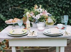 Vintage brunch wedding inspiration | Photo by Loblee Photography | Read more - http://www.100layercake.com/blog/?p=70765