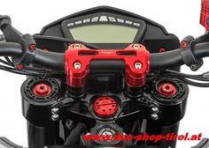 CNC Racing Gabelbrücke für die Ducati Hypermotard 821, 821 SP und für die Hyperstrada neu im Programm.   Nähere Infos findet ihr wie immer bei uns im Shop: http://www.ducati-shop-tirol.at/Ducati/Ducati-CNC-Teile/Gabelbruecken---Lenkererhoehungen/CNC-Racing-Gabelbruecken-Satz-Ducati-Hypermotard-821--821-SP--Hyperstrada-ab-Bj--2013.html