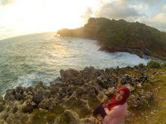 Pantai ngeden, gunungkidul #explorejogja #yogyakarta #gunungkidul #indonesia #traveling #travelingindonesia by @vidyaayuu