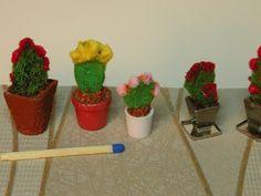 Valmistin vähän väriä syksyyn, kukkivia kaktuksia      Purkkina tällä kasvilla on nauhanstoppari ja alustana metallinen haaranasta      K...