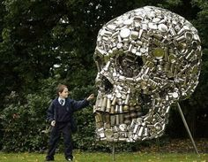 Indian artist Subodh Gupta and his art, a lot of which involves recycling old pots and pans from the kitchen. For the Frieze art fair in London, he assembled a load of old kitchen utensils and forged this bodacious skull just in time for Halloween. Metal Skull, Metal Art, Frise Art, Skull Crafts, Art Crafts, Frieze Art Fair, Recycled Art Projects, Recycled Materials, Recycled Cans