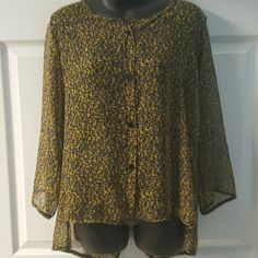 ????Leopard print sheer high low with split back. ????Brand new boutique shirt Leopard print sheer high low with split back shirt. Would look amazing with a pair of skinny jeans and black booties. Size in picture is a small but I wear a medium on normal basis. So this would fit a small or medium well.???? Boutique   Tops