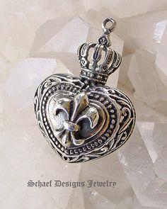 Google Afbeeldingen resultaat voor http://www.schaefdesigns.com/images/products/pendants/heart_fleur_enlarged.jpg