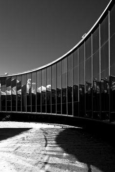 Oscar Niemeyer detrás del lente de Haruo Mikami,Memorial dos Povos Indígenas. Imagen © Haruo Mikami