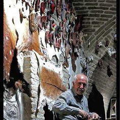 چاروق دوزی در رختشویخانه زنجان استاد حیدری - zanjan  Iran - Zanjian - la bottega delle scarpe tradizionale