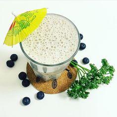 Banana + blueberries smoothie