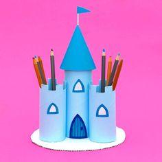 """Ayşe Gül Öğretmen 👩🏫 on Instagram: """"Kalemlik yapımı 😍 . . . #etkinlik #ilkokuletkinlik#etkinlikkurdu #birincisınıf#birincisinifanneleri #coronaturkiye #kalemlik…"""" Cardboard Crafts Kids, Toilet Paper Roll Crafts, Cardboard Tubes, Fun Crafts For Kids, Toddler Crafts, Preschool Crafts, Diy For Kids, Easy Crafts, Cardboard Art"""
