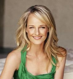 Helen Hunt- I want her hair! I'd also take her glow and perfect skin but I'll settle for the cut. Helen Hunt, Chris Noth, Beautiful People, Beautiful Women, David Duchovny, Actrices Hollywood, Famous Women, Famous People, Famous Faces