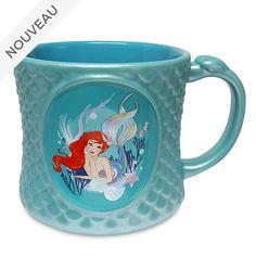 Invitez toute la magie de sous l'océan à l'heure du thé! Inspiré de La Petite Sirène, ce superbe mug présente un motif Ariel stylisé ainsi que des écailles sculptées.