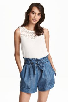 Vest top in soft viscose jersey with a lace section at the top and a rounded hem. H&m Fashion, School Fashion, Fashion Online, Style École, Casual Tops, White Lace, Short Dresses, Rompers, Tank Tops