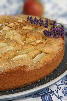 Rezept - Apfelkuchen mit Zimt: Apfelkuchen backen ist mit diesem Apfelkuchen Rezept einfach. Der Rührteig Kuchen wird mit Äpfel belegt und anschließend mit einer Zimt-