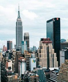 New york city lights photography: best new york photography ideas on pi Empire State Building, Places To Travel, Places To Go, City Vibe, City Aesthetic, Aesthetic Vintage, Ellis Island, Belle Villa, Destination Voyage