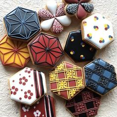 Geometric icing in bold, autumnal colours Fancy Cookies, Iced Cookies, Cute Cookies, Cupcake Cookies, Sugar Cookies, Japanese Cookies, Japanese Sweets, Bolacha Cookies, Galletas Cookies
