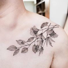 Leaves on the chest. Tattoo artist: Hongdam