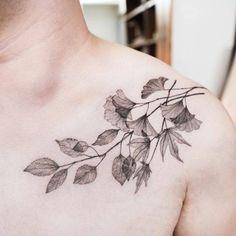 Leaves on the chest. Tattoo artist: Hongdam