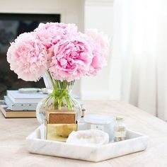 Marble + Peonies = Perfection! Now that our months of traveling is almost over, I'm getting excited to get settled down again, especially because that means decor! And I'm all about marble + copper right now! My full Friday 5 is on the blog! // and I'm so sad but I can't find the source, if you know - please share!!