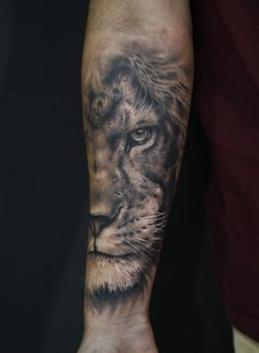 Among the tattoo models for men was the most preferred lion tattoos. The most popular lion tattoo models in 2018 Lion Arm Tattoo, Lion Forearm Tattoos, Lion Head Tattoos, Mens Lion Tattoo, Lion Tattoo Design, Leo Tattoos, Bild Tattoos, Tiger Tattoo, Body Art Tattoos