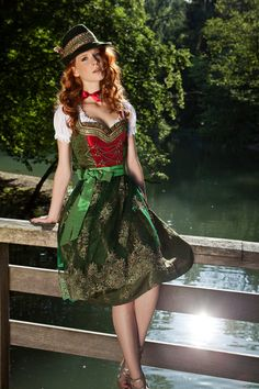 Brokatdirndl Beatrice grün-rot , 269,- Euro