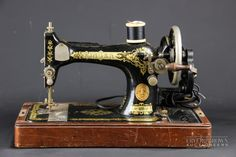 (A) Front - 1922 Singer Manufacturing Co sewing machine, with gold Singer trademark disc, original carry case and manual, Y440 7911...