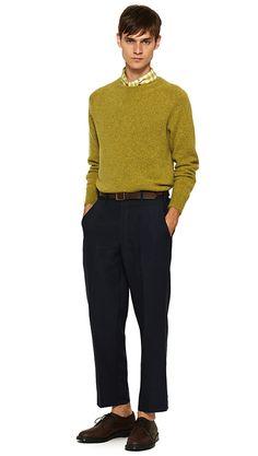 MEN SPRING SUMMER 15 - Green cotton cashmere jumper, midnight linen trouser, ecru / ochre silk scarf, dark brown leather belt, brown leather derby (MHL)