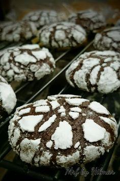 Galletas craqueladas de chocolate - Mis recetas favoritas by Hilmar Like Chocolate, Chocolate Desserts, Brownie Cookies, Cake Cookies, Cookie Factory, Burger Buns, Cake Pops, Bakery, Food Porn
