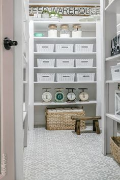 This farm-style pantry makeover is STUNNING! Lots of tips and tricks to copy it Oooh la la! This farm-style pantry makeover is STUNNING! Lots of tips and tricks to copy it, Painted Bathroom Floors, Painted Floors, Painted Linoleum, Bathroom Flooring, Farmhouse Kitchen Interior, Pantry Makeover, Style Pantry, Types Of Flooring, Diy Flooring