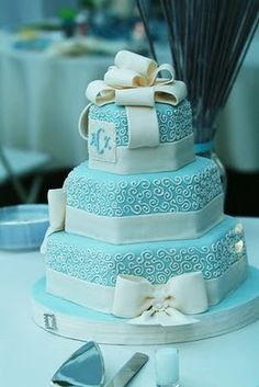Really Nice Cake that doesn't look fake because of blue color