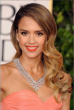 Stylist, Robert Ramos, channeled Old Hollywood to create Jessica Alba's soft, shiny, side-swept waves for the Golden Globes 2013 red carpet. He blow-dried her hair using our Featherweight Luxe 2i. Curled one-inch sectioned hair with the SinglePass Twirl, pinned each curl and let cool. Once hair is cool, release curls and gently comb them out to create waves. #T3RedCarpetStyle