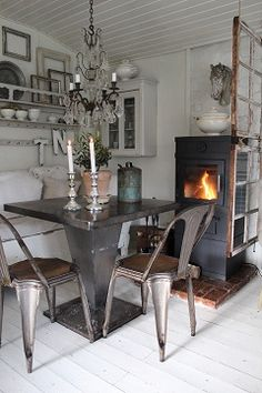 fantastic room divider - hanging window frames.....................................................K´s Blog.: Country living...Industrial chic...