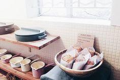 突擊 A Beautiful Store x Sage Farmily 手工麵包突擊出爐!有黄薑蜜糖腰果包和芝麻核桃包兩款,今天限量供應!  #黄薑蜜糖是店主最愛❤  No.8 tai om tsuen, ping long, lam tsuen, taipo, N.T, HK  Mon 2-7pm / Sat & Sun 1-7pm  CASH ONLY ✉ abeautifulstore@gmail.com  #abeautifulstore #sagefarmily #organicbread #bread #hkpastry #hkfoodie #手工麵包 #riess