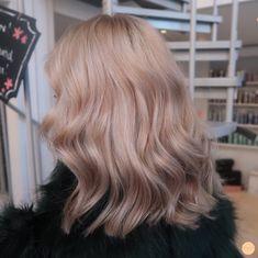 71 most popular ideas for blonde ombre hair color - Hairstyles Trends Blond Rose, Blonde Ombre Hair, Ombre Hair Color, Brown Hair Colors, Cheveux Beiges, Balayage Ombré, Ombré Hair, Wavy Hair, Thick Hair