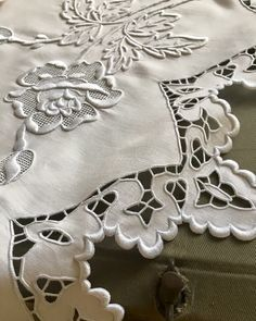 Stork Scissors - inch, Gold Sewing Scissors Small Sharp for Crafting, Art Work, Threading, Needlework& Stainless Steel Embroidery Scissors BROSHAN (Gold) - Embroidery Design Guide Cutwork Embroidery, Embroidery Works, Embroidery Scissors, Embroidery Supplies, Japanese Embroidery, Embroidery Needles, Hand Embroidery Patterns, White Embroidery, Vintage Embroidery