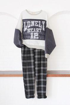 สตรีทแฟชั่น เสื้อยืด ตัวโคร่ง ตัดต่อแขนผ้าร่ม สกรีนลาย : Street Fashion Outfits & Authentic Vintage [เสื้อผ้าสตรีทแฟชั่่น เดรสวินเทจพรีเมี่ยม]