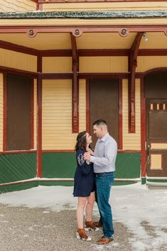 Snowy winter engagement photos at Crawford Notch, Jefferson New Hampshire | Caitlin Page Photography | Get more inspiration from this wintry engagement session in the snow. #engagementphotos #winterengagement Engagement Photography, Engagement Session, Wedding Photography, Crawford Notch, Winter Engagement Photos, Clothing Photography, New Hampshire, Travel Style, Maternity