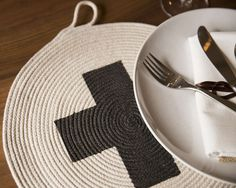 #diy sewn rope charger / placemat