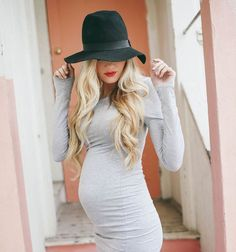 Barefoot Blonde - baby bump