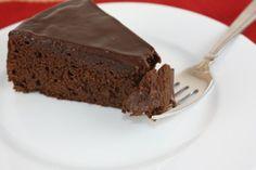 نقدم لزوارنا الكرام اللذين يعانون من حساسية القمح والسلياك، طريقة عمل كيك الشوكولاته من الجلوتين، وصعة سهلة جدا لتحضير كيك الشوكولاته فري غلوتين. المقادير: كوب من الدقيق الرز الأبيض 1/2 كوب من نشا الذرة 1/2 كوب من الكاكاو خام كوب من الزبدة 2 كوب من السكر 4 بيضات، رشة ملح، فانيليا  طريقة التحضير: – […]