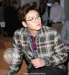 Not looking too much the worse for wear after yet another international flight, Ji Chang Wook was positioned front and centre for the Alfred Dunhill UK catwalk at the London Collections Men Spring/…