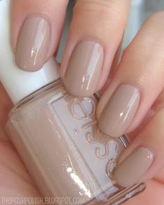 I think this is Sand Tropez, my favorite Essie color. :) Beautiful oval nails to. - I think this is Sand Tropez, my favorite Essie color. :] Beautiful oval nails too - Neutral Nails, Nude Nails, Coffin Nails, Essie Nail Polish, Nail Polish Colors, Essie Gel, Nail Polishes, Color Nails, Hair And Nails