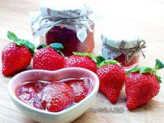 草莓季節來囉~最愛的草莓果醬可利用不同的熬煮法,在草莓熬煮後依舊能保持完整的形狀及色澤喔!請大家一起跟我做做看^^