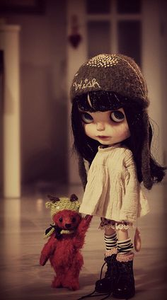 Blythe dresses and hat.The teddy bear is very cute. Little Doll, Little Girls, Blythe Dolls, Barbie Dolls, Kawaii, Creepy Dolls, Cute Dolls, Ball Jointed Dolls, Doll Face