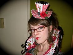 queen of hearts hat, collar and costume - awesome!