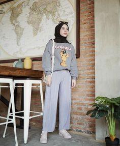 Modern Hijab Fashion, Street Hijab Fashion, Hijab Fashion Inspiration, Fashion Outfits, Fashion 101, Casual Hijab Outfit, Hijab Chic, Hijab Style Dress, Moslem Fashion